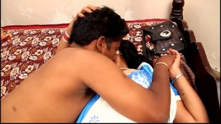 Tamil aunty hot saree sex video revealing topless sexy body