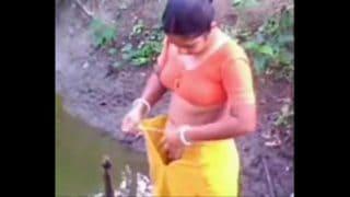 Dehati village bhabhi outdoor bathing leaked sex mms