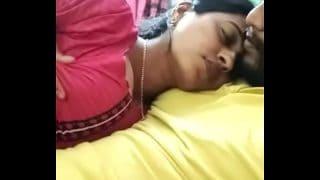 Desi village bhabhi big chut ki mast chudai
